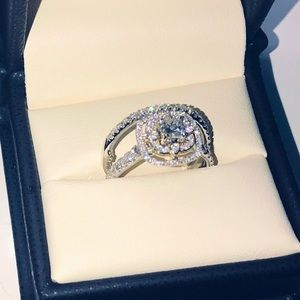 Two tone halo bridal set retail appraised at 5,200